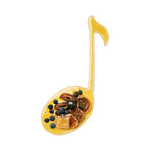 Add a top note to your green smoothies by adding sweet honey, blueberries or dates