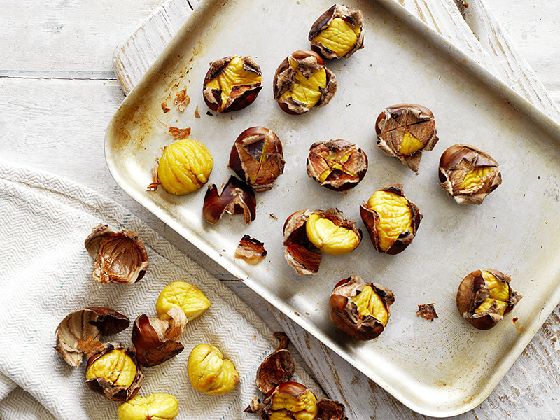How to roast chestnuts: Chestnuts can be roasted on an open fire, in the oven or in a pan.