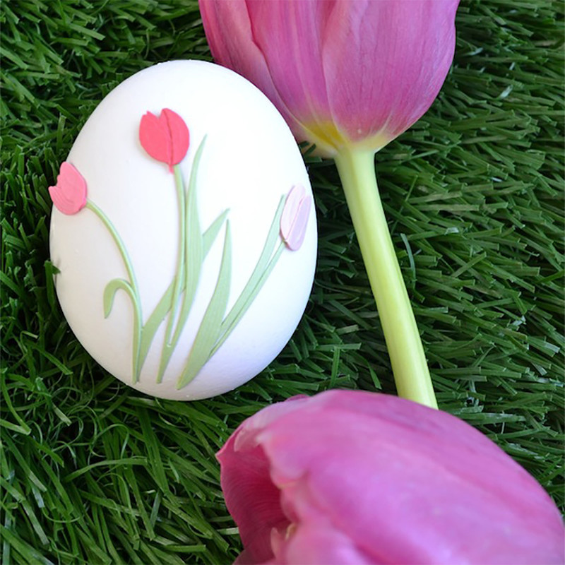 Kids can use stickers to decorate Easter eggs to achieve a quick and creative result