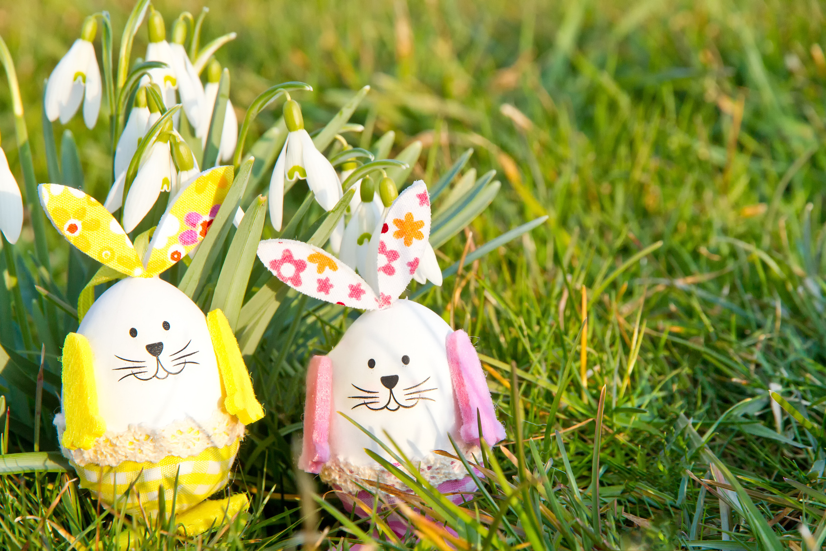 Easy and fuss-free egg decorating ideas for kids that do not use dye