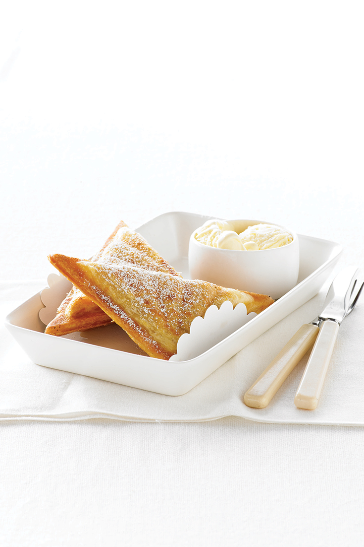 Create this recipe for a hot apple pie jaffle with Breville