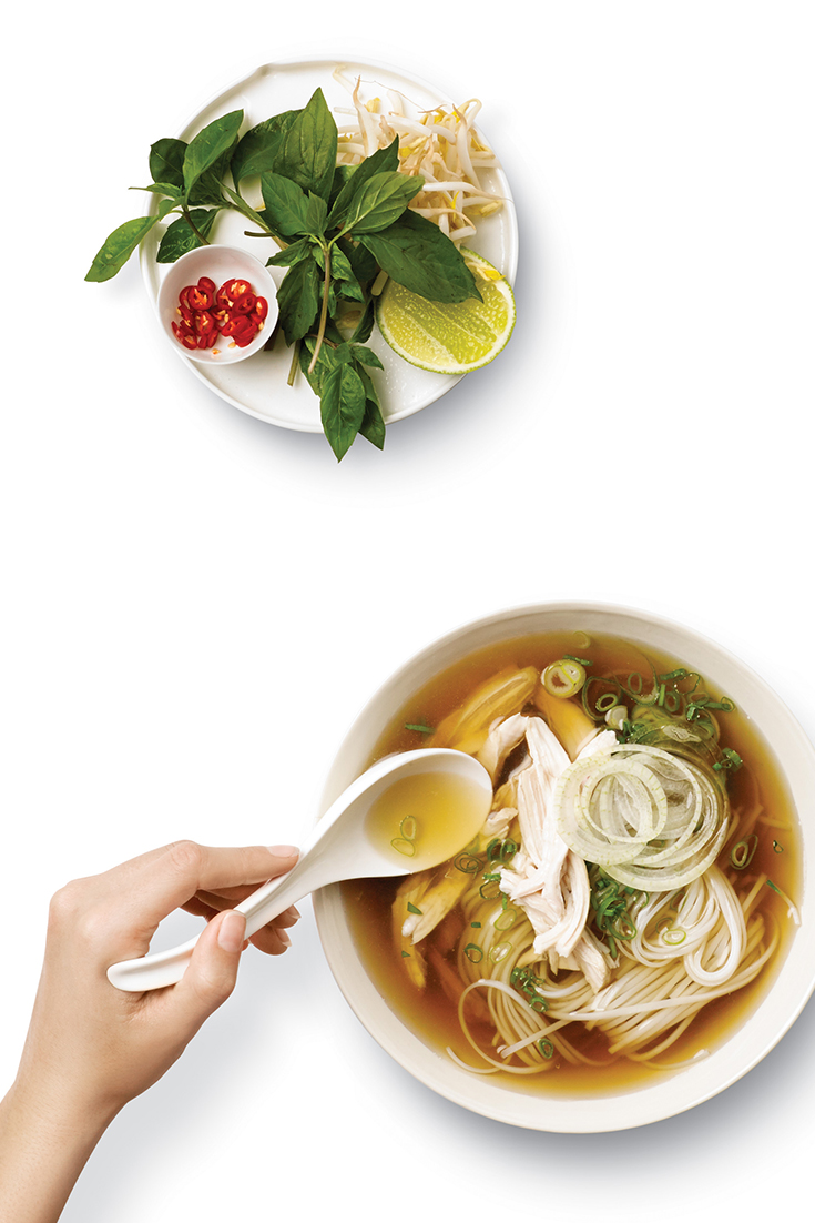 Create this tasty vietnamese chicken noodle soup with your pressure cooker for a easy and delicious meal