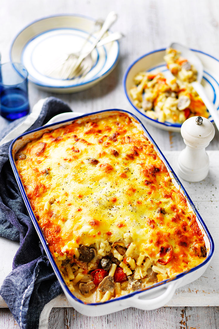 This easy pasta bake topped with a béchamel sauce recipe is a great family dinner idea