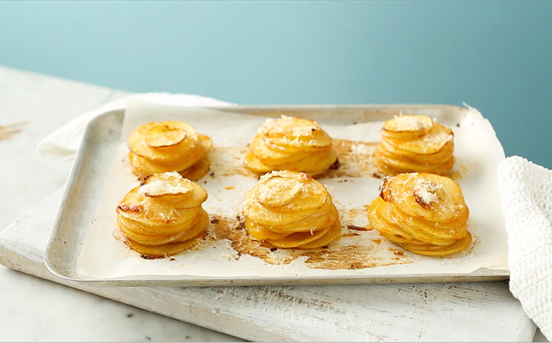 Make the perfect potato recipe for dinner parties with this great potato stacks idea from the myfoodbook Cooking School