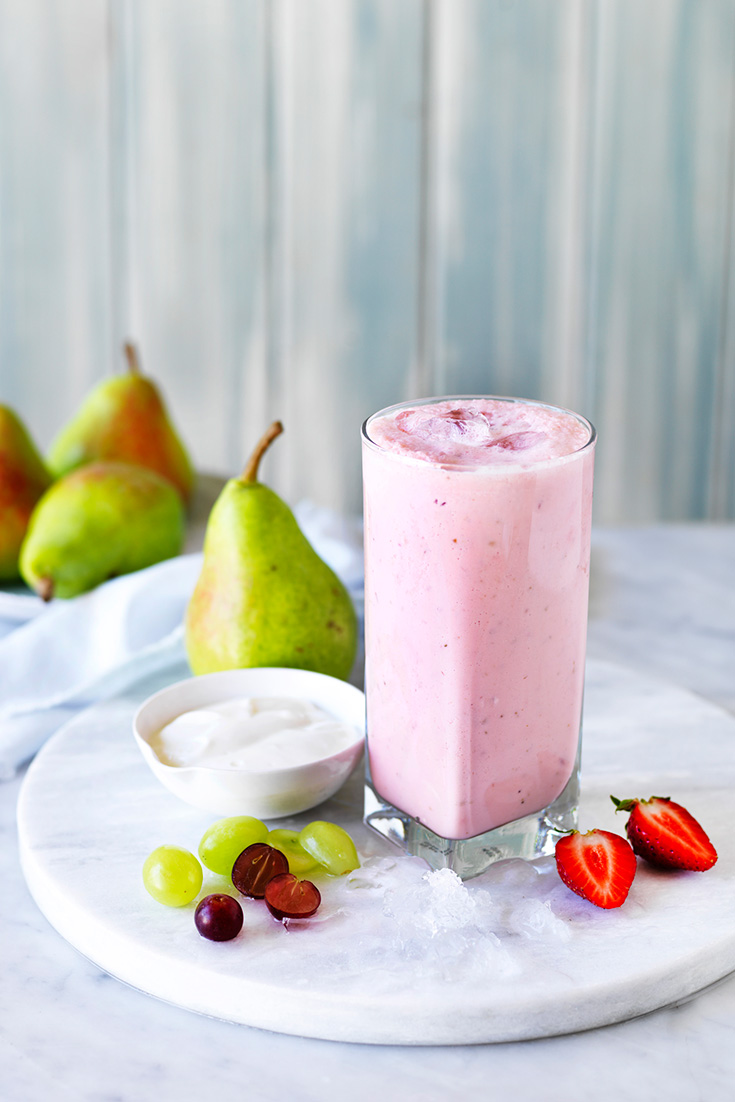 This easy pear and strawberry smoothie recipe is absolutely delicious and using fresh strawberries it is a lovely springtime drink.
