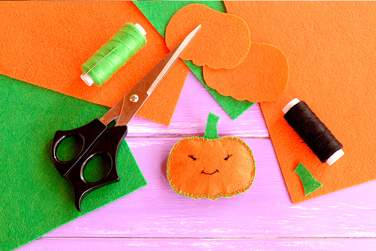 Halloween felt toys are a great decoration for trick of treaters lolly bags