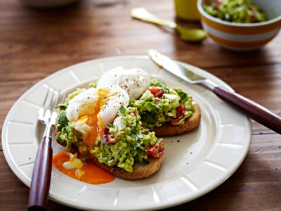 Smashed avocado recipe with poached eggs