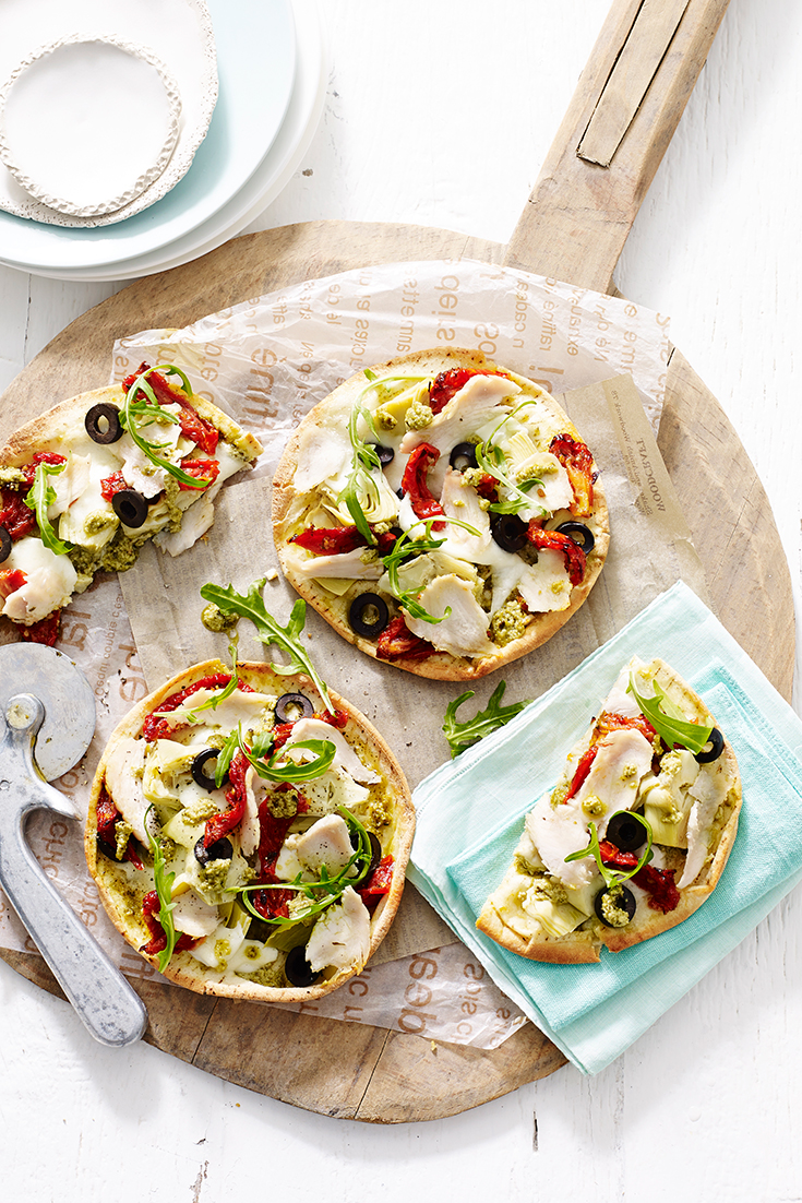 A great recipe to use-up any leftover chicken. Everyone will love this chicken and pesto pita pizza with buffalo mozzarella.