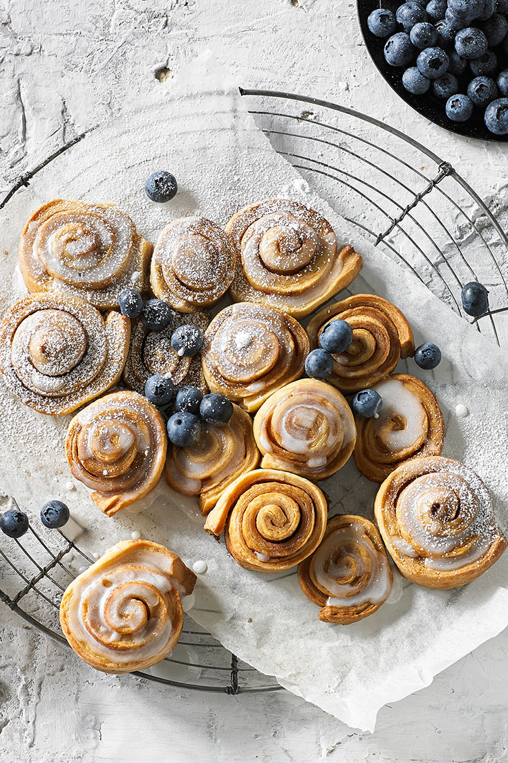 These cinnamon scrolls are almost too good to eat, mum will sure love this special breakfast idea