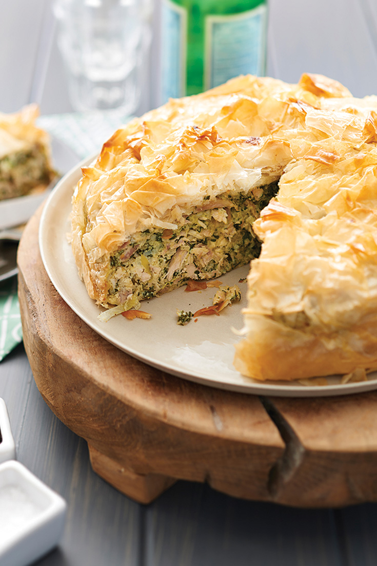This chicken and spinach filo pie recipe is the perfect weeknight family dinner idea. Using leftover chicken it is quick, simple and extremely tasty.
