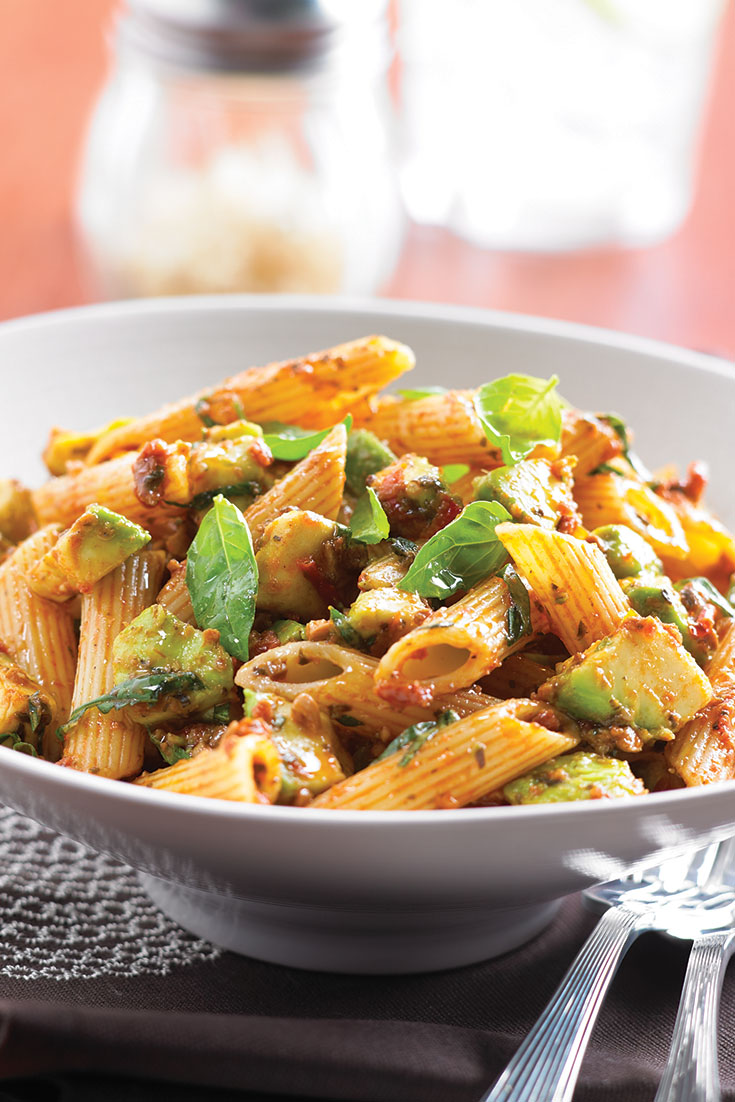 This avocado and tomato pesto pasta recipe is the perfect dinner for the family