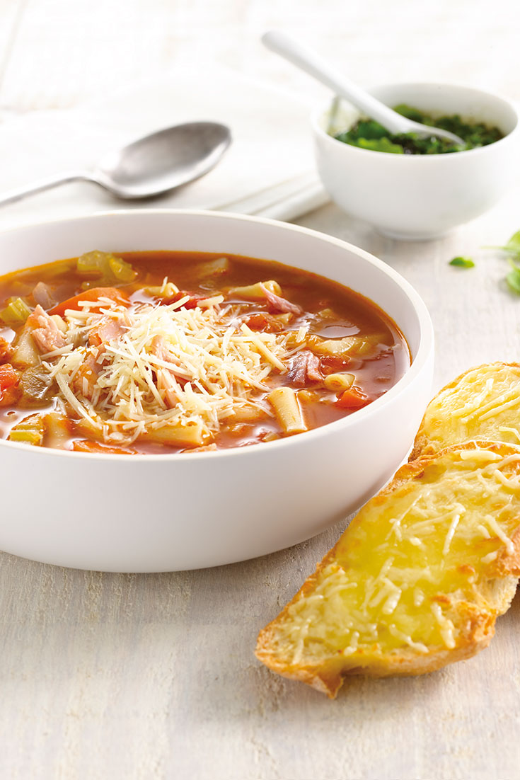 This easy yet tasty minestrone soup recipe makes for perfect weekday lunches and is a fantastic example of of make-ahead lunch.