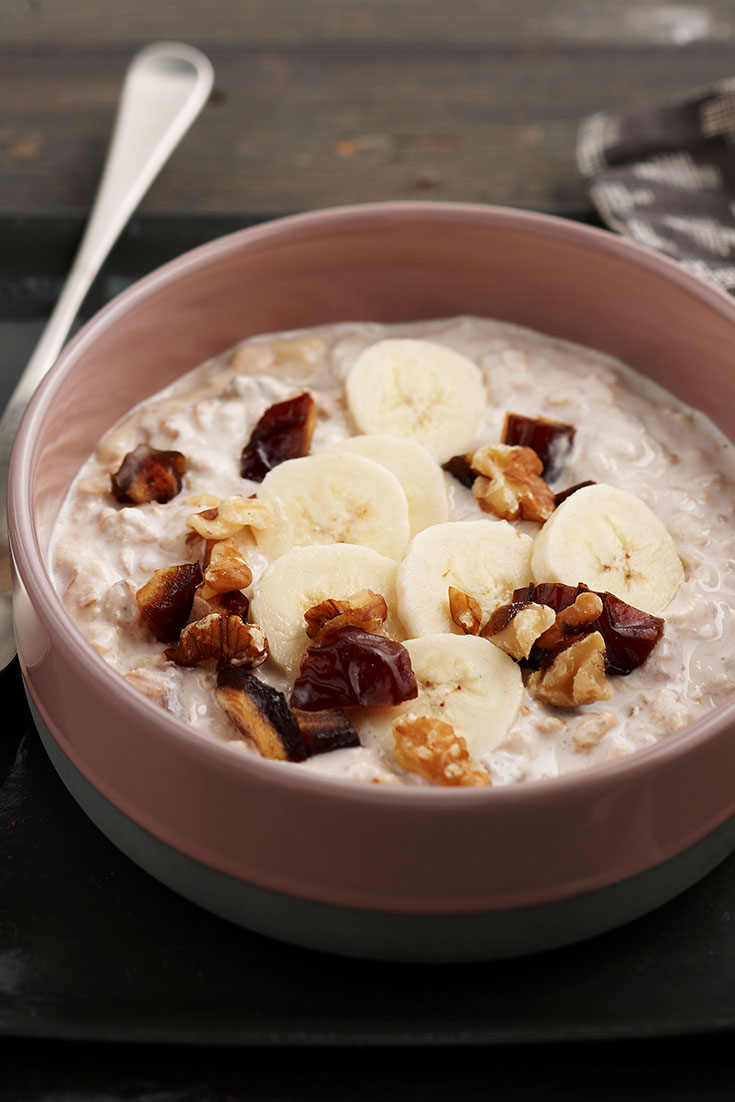 These scrumptious banana, date and walnut overnight oats recipe is the perfect breakfast during winter. With banana and dates which makes perfect porridge toppings.