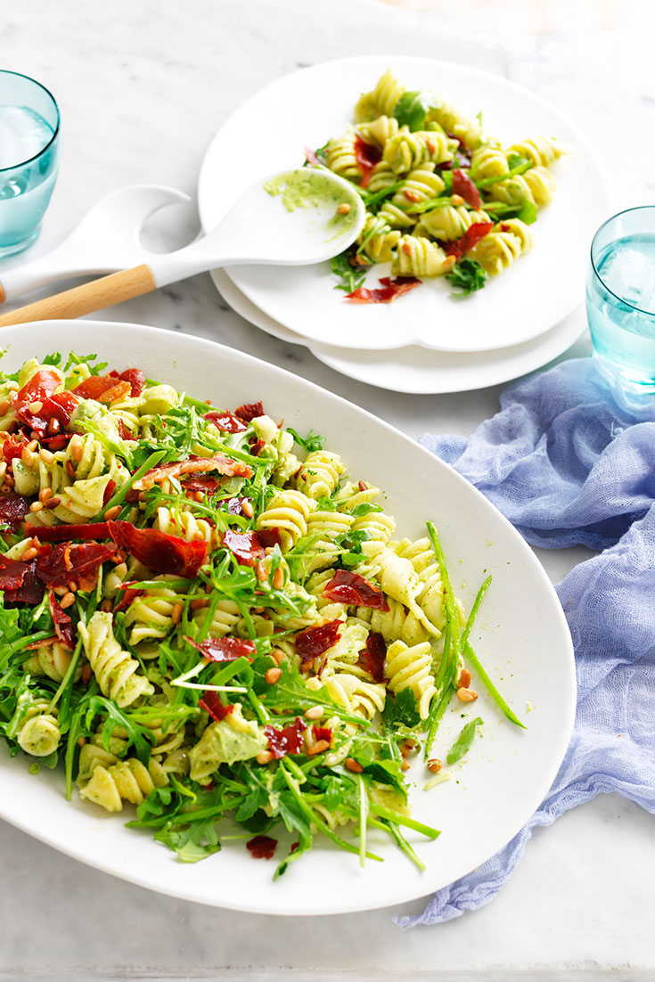 This super delicious creamy avocado pasta salad with crispy prosciutto recipe is the perfect entertaining dish, lunch or dinner idea