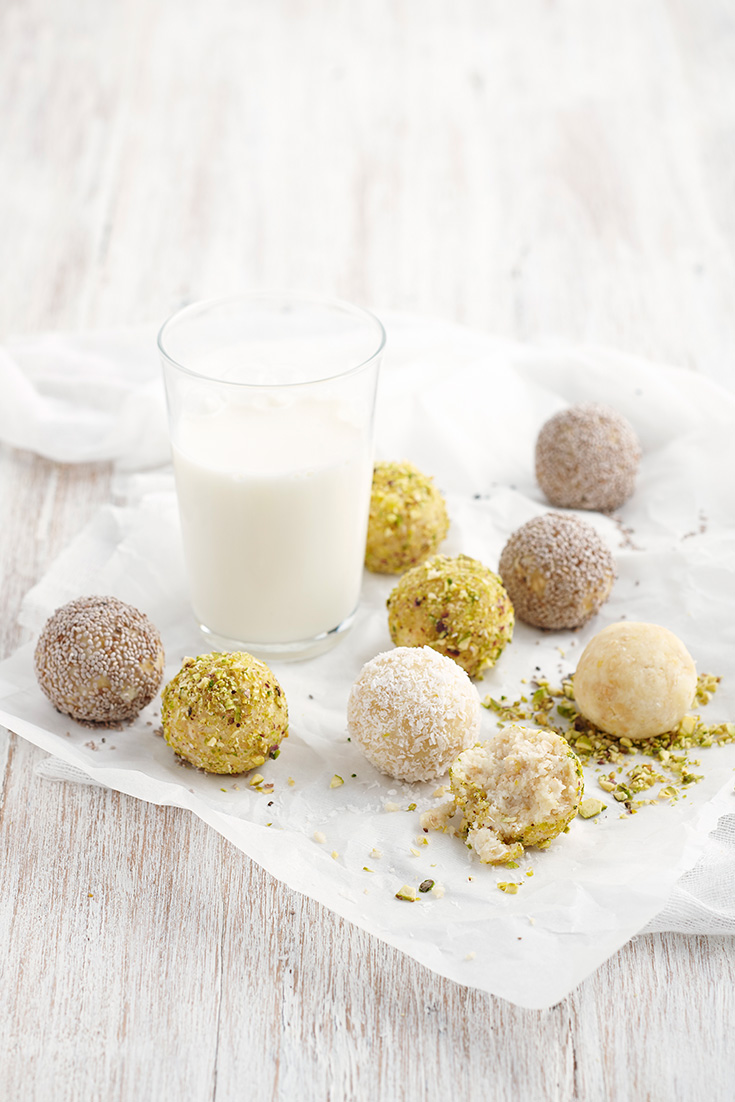 These delicious lemon ricotta bliss balls recipe is a quick and easy snack recipe for an on-the-go bite.