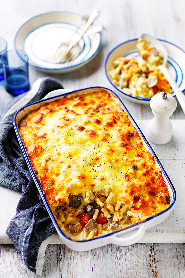 This easy cheesy mushroom, bacon and veggie pasta bake recipes should be added to your list of meals you can freeze. Super delicious and easy for an mid-week dinner idea.