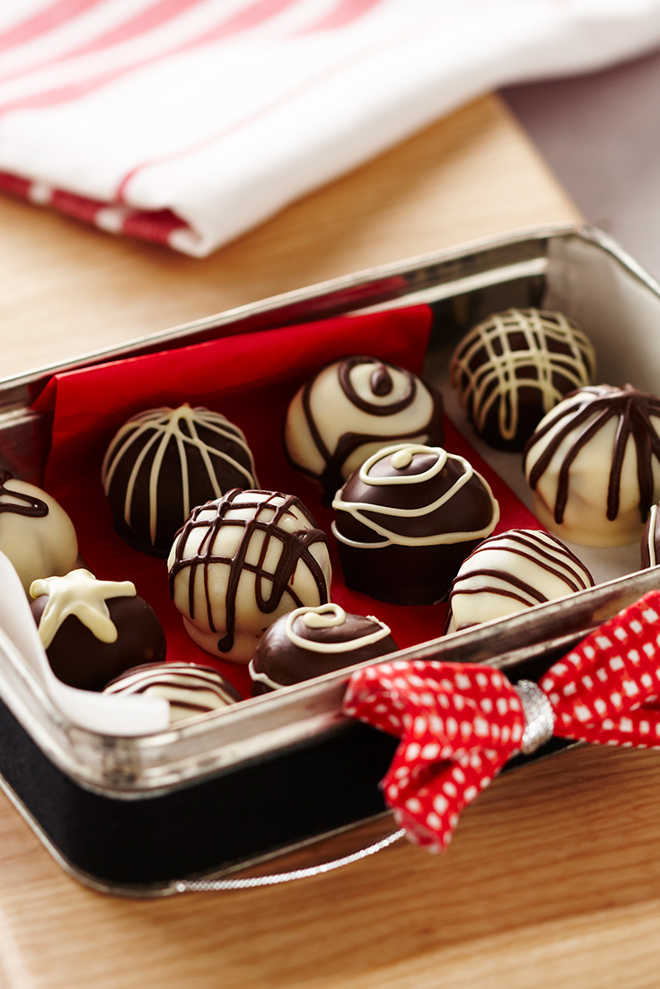 This easy Christmas truffles recipe is the perfect way to use up leftover Christmas pudding.