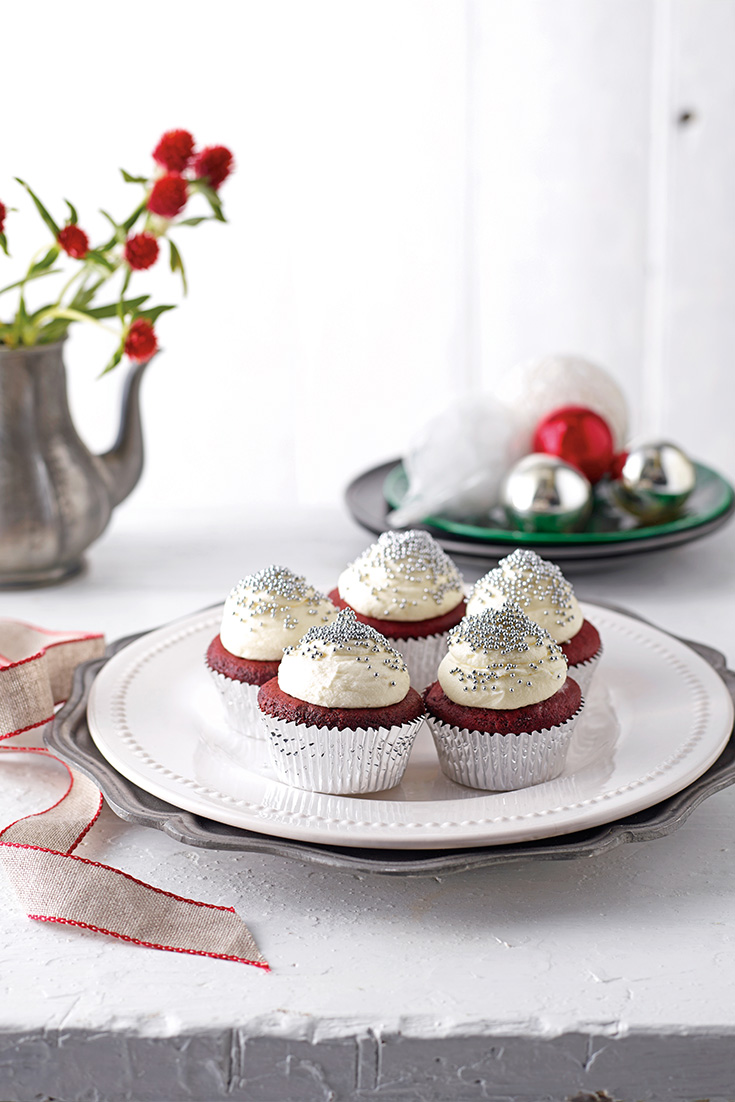 This easy and tasty red velvet cupcakes recipe are perfect to be enjoyed on Christmas Day.