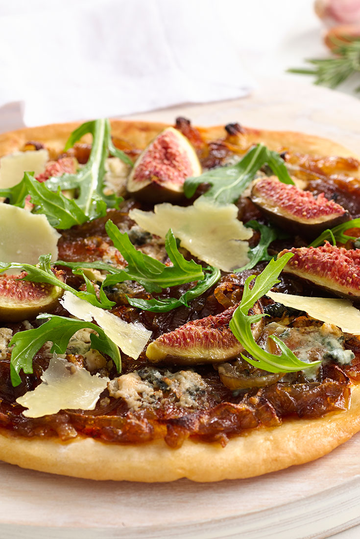 This easy caramelised onion, fig and gorgonzola pizza recipe is a great Friday night family dinner idea.