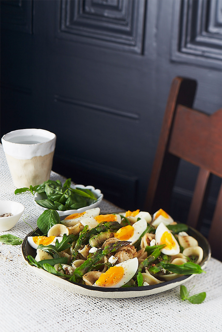 If your feeling like something light for dinner, this easy pasta salad recipe with eggs, peas, rocket and asparagus is a great dish that can be whipped up in 30 minutes.