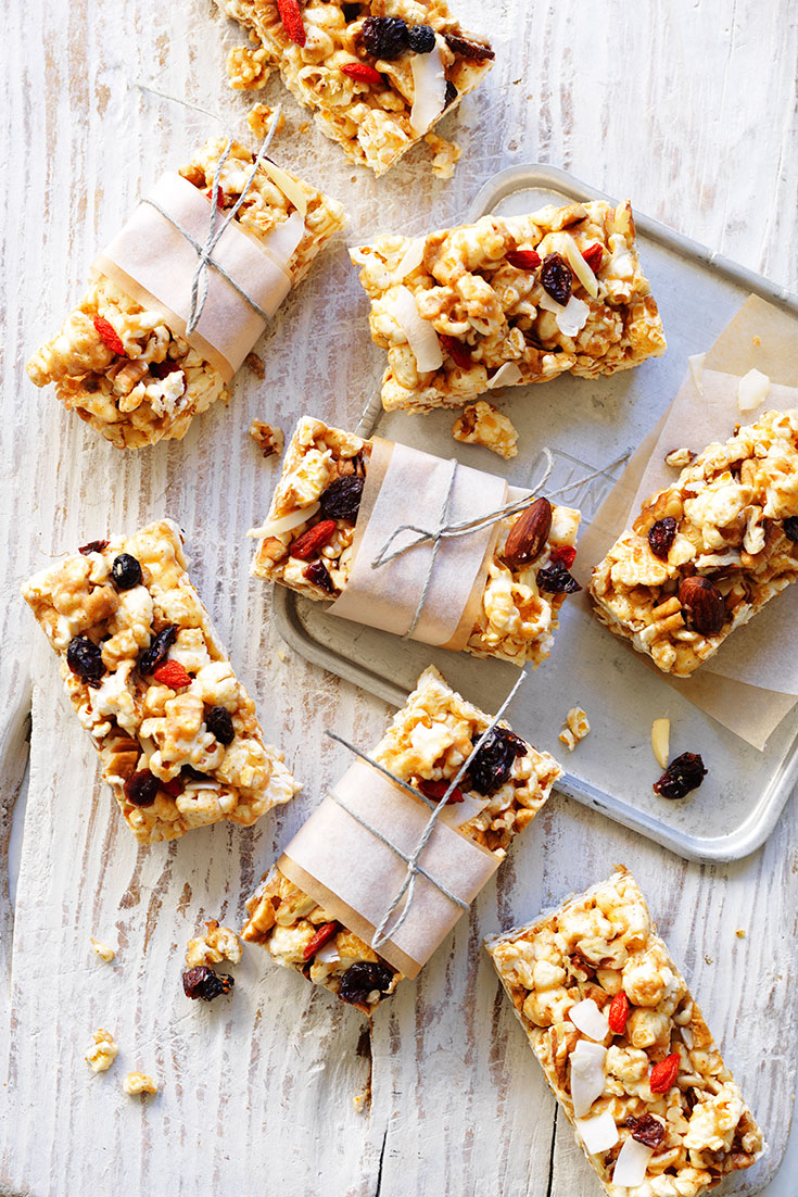 This easy popcorn and coconut slice, is full of nutritious ingredients ideal for kids lunch boxes.