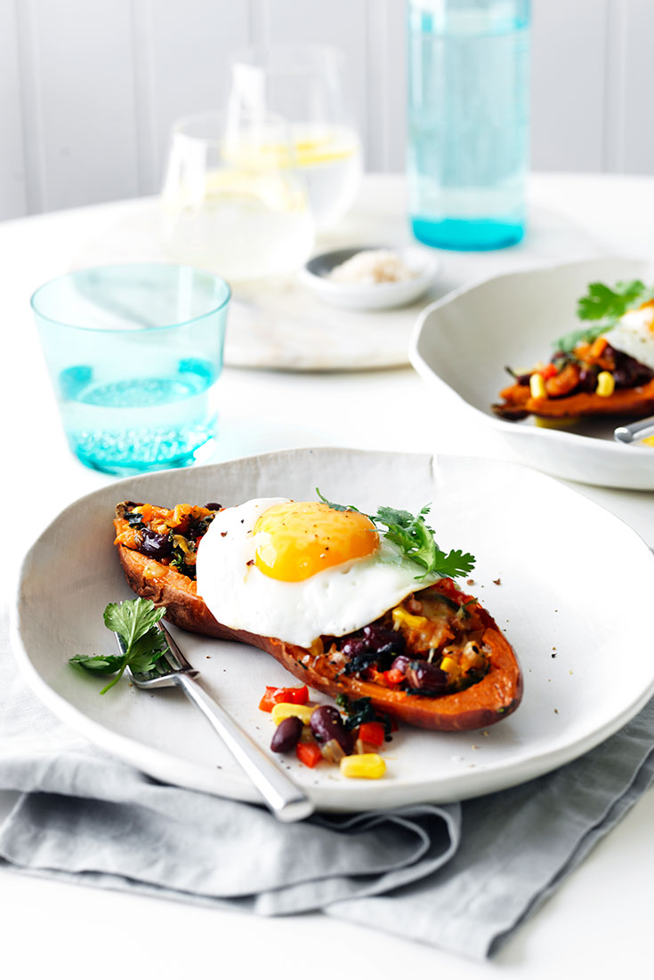 This easy Mexican filled sweet potatoes recipe with eggs is a delicious vegetarian dinner idea for busy weeks.