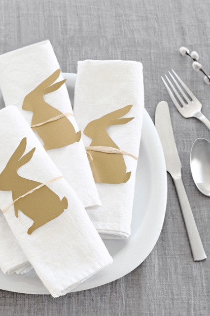 These sweet little paper bunnies are ideal to decorate your Easter table with.