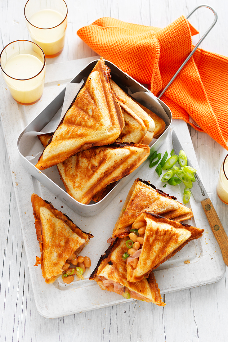 This super easy baked bean jaffle with cheese, ham and shallots recipe is a quick and easy family dinner idea.
