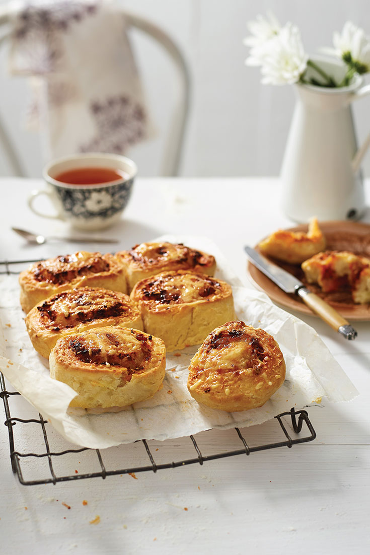 This easy savoury scone pinwheel recipe is a great make-ahead brunch idea for Mother's Day.