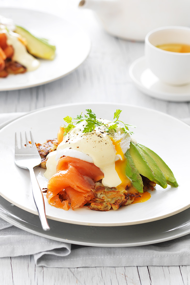 This easy poached egg on potato rosti with smoked salmon and avocado recipe is the perfect weekend brunch recipe.