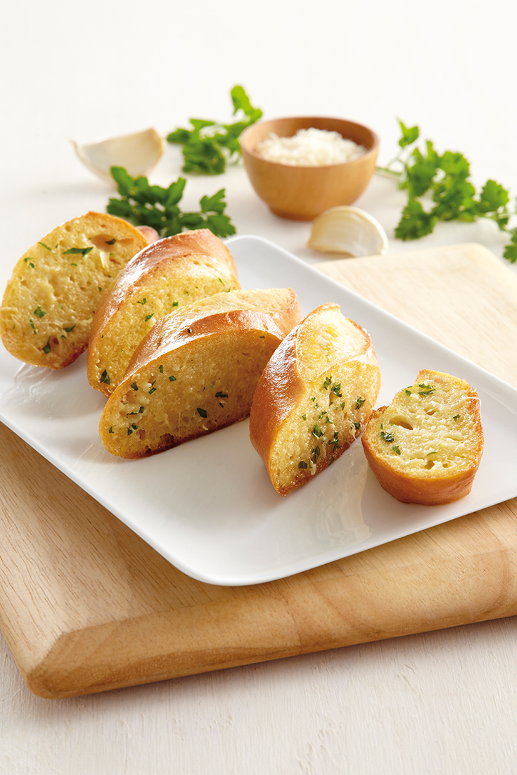 This easy garlic and parmesan bread recipe is the perfect side dish to serve with pasta, lasagne, stews plus many more.