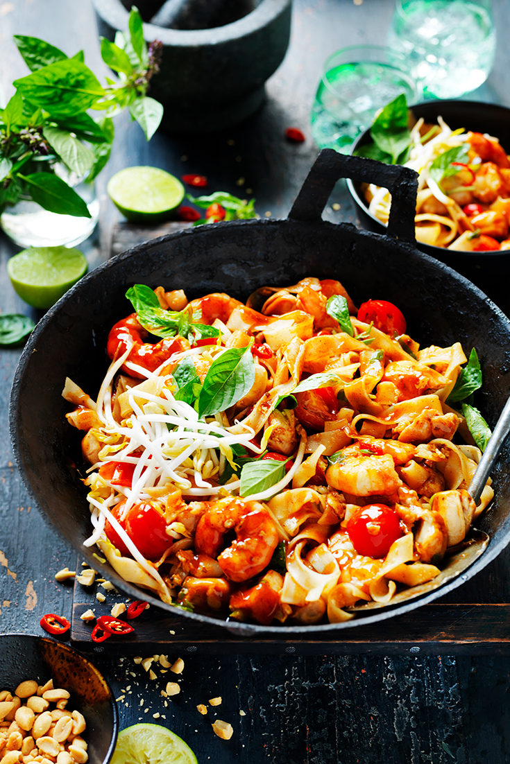 5 steps to easy Asian dinners with this CHicken and Prawn Pad Thai