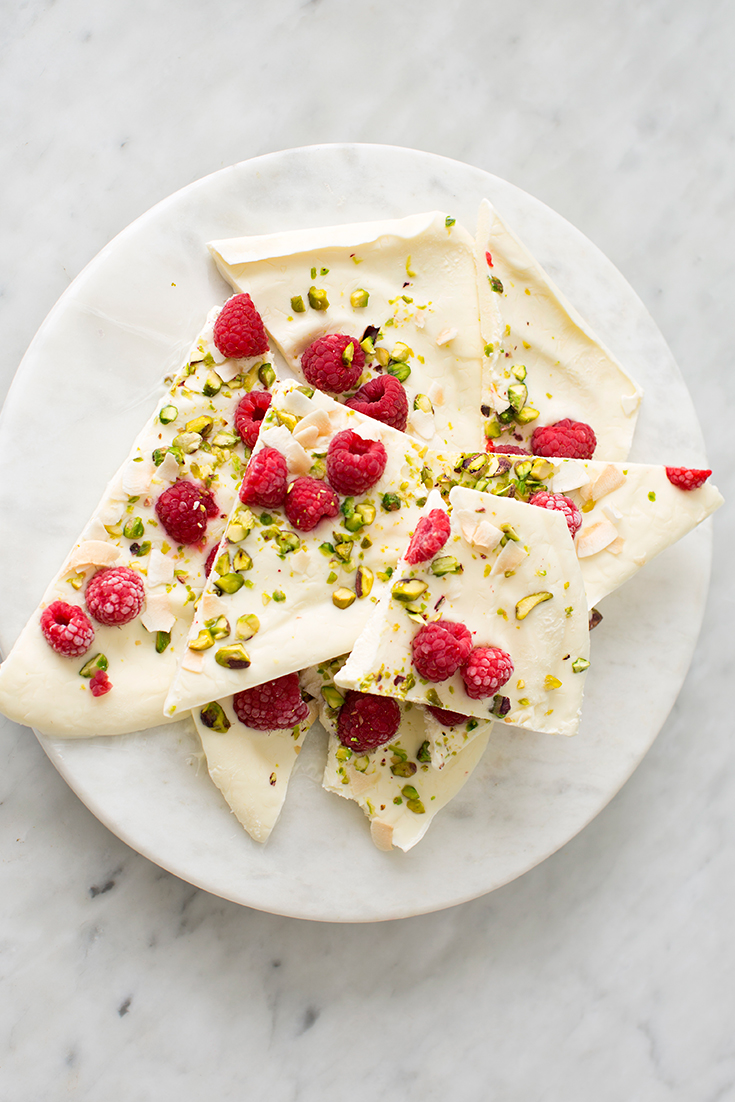 This easy and healthy frozen yoghurt bark is the perfect afternoon snack or dessert.